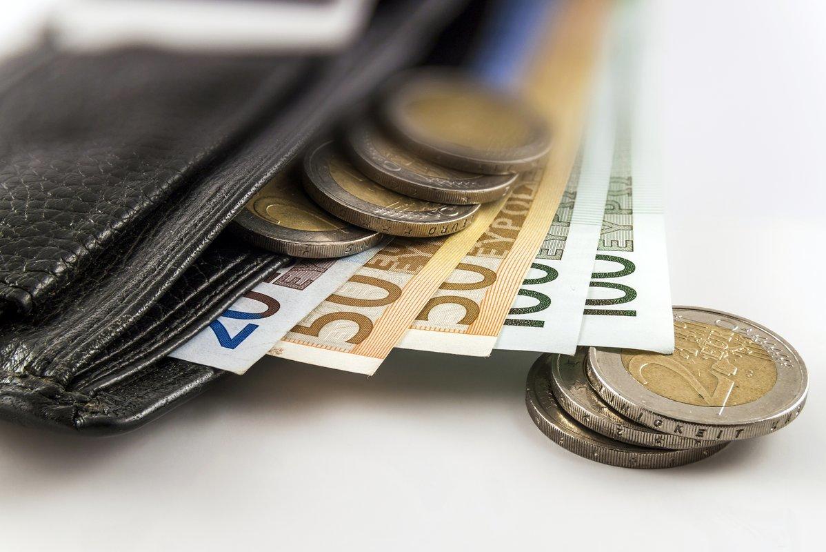 apie ką žmonės uždirba pinigus