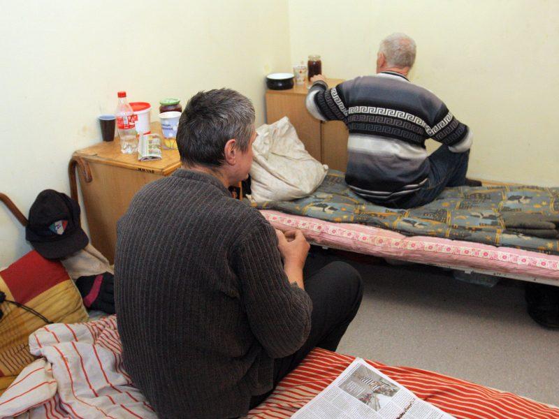 Benamiai piktinasi įvedamu mokesčiu už gyvenimą nakvynės namuose - DELFI