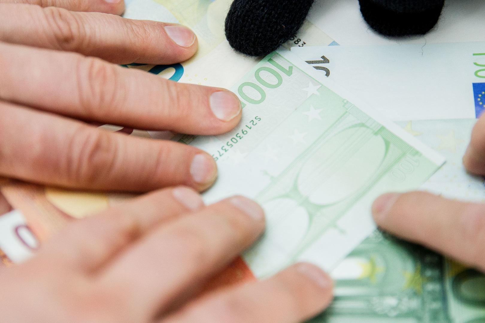 patikrintas 3000 eurų per dieną uždarbis