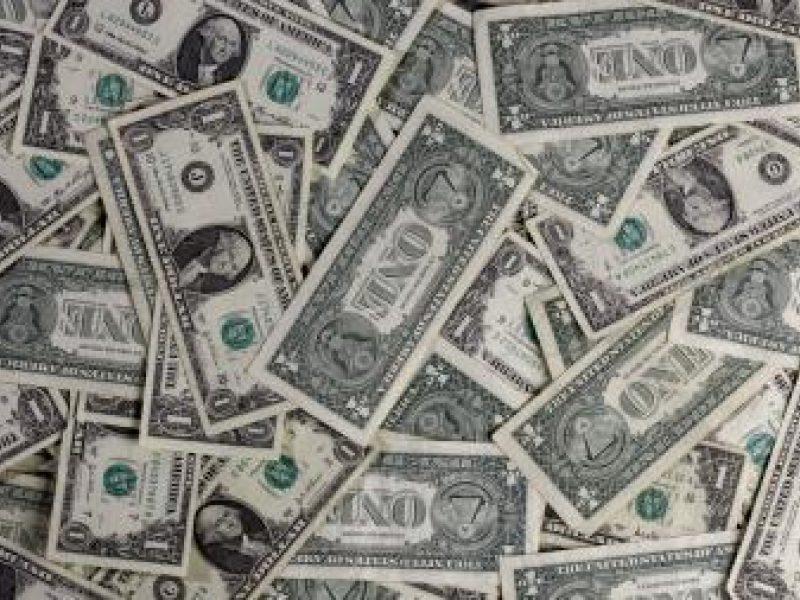 Euras įspraudė JAV dolerį į kampą