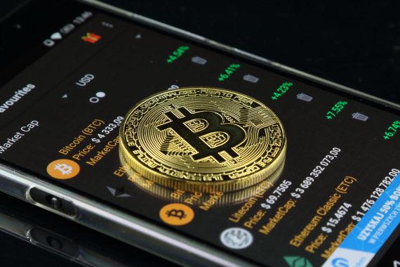 kaip žmonės uždirba iš bitkoinų