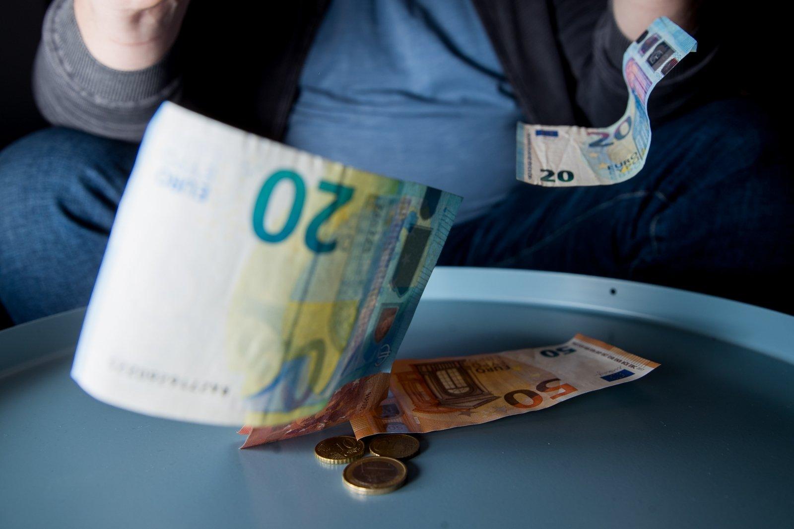 kas gerai uždirba papildomų piniginių pajamų