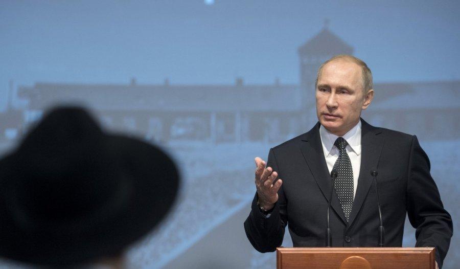 Per vizitą Sankt Peterburge Putinas sulaukė nepatogių klausimų