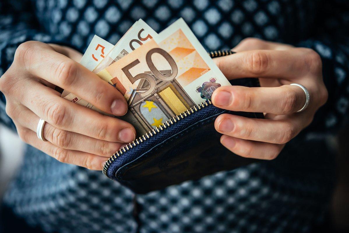 uždirbti 700 eurų internete kas yra pilnos opcionų rinkos