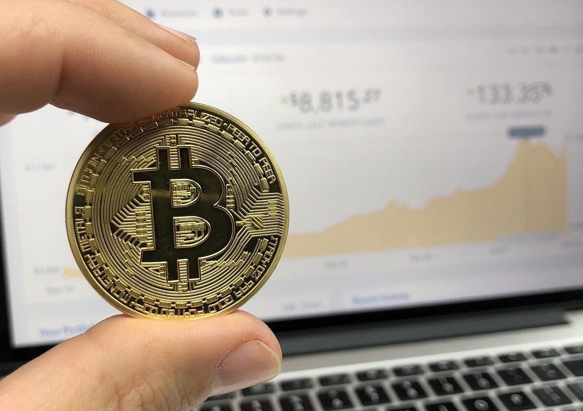 kaip prekiauti bitcoinais kad uždirbtumėte pinigus)