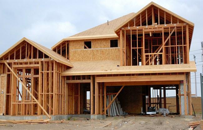 kiek meistro uždirba statydamas namą