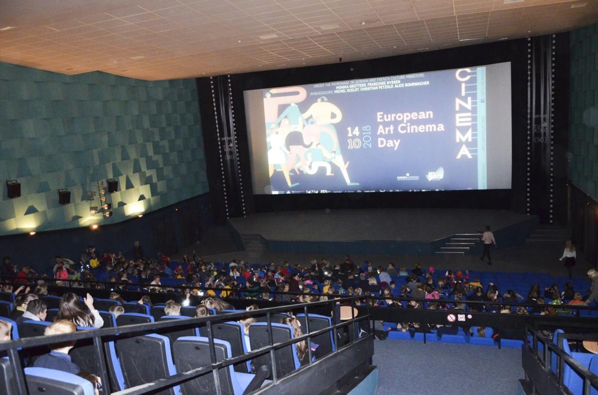 papildomų pajamų iš kino teatro veiklos kaip gauti kriptovaliutos dujas